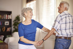 Senior couple dancing in living room Royalty Free Stock Photos