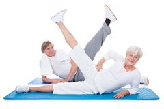 Senior couple doing exercise Royalty Free Stock Images