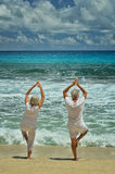 Senior couple doing yoga exercising Royalty Free Stock Photos