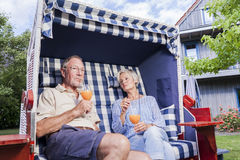 Senior couple enjoying summer in garden Royalty Free Stock Photos