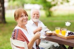 Senior couple enjoying themselves outdoors Royalty Free Stock Photos