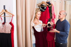 Senior couple in fitting room Stock Images