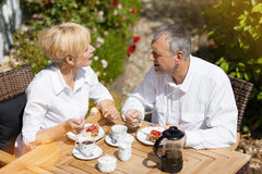 Senior couple in garden with coffee Royalty Free Stock Photos