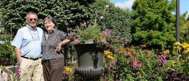 Senior couple in garden Royalty Free Stock Photography