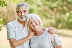 Senior couple happily hugging Royalty Free Stock Photography