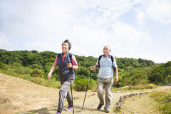 senior couple hiking Royalty Free Stock Images