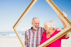 Senior couple holding frame Royalty Free Stock Photos