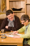 Senior couple looking at brochure Royalty Free Stock Images