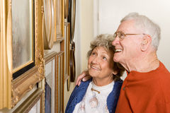 Senior couple looking at photographs Royalty Free Stock Photography