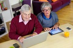 Senior couple love technology Royalty Free Stock Photography
