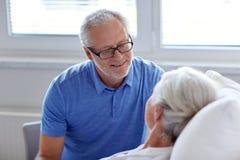 Senior couple meeting at hospital ward Royalty Free Stock Images