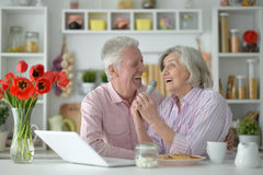 Senior couple  and microphone and laptop Royalty Free Stock Photos