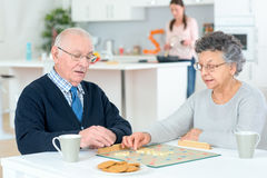 Senior couple playing board game Royalty Free Stock Photography