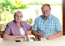 Senior couple playing chess Royalty Free Stock Photos