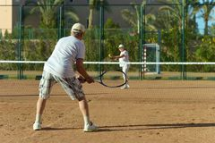 Senior couple playing tennis Royalty Free Stock Photography