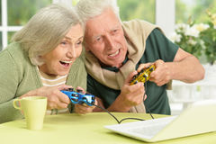 Senior couple  playing video game Royalty Free Stock Photos