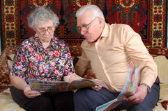 Senior couple read the news Stock Images