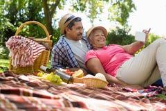 Senior couple relaxing in garden Stock Photography