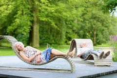 Senior couple relaxing in the park Royalty Free Stock Images
