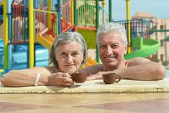 Senior couple relaxing at pool Stock Photography