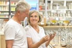 Senior couple shopping Royalty Free Stock Photos