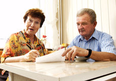 Senior couple signing document Royalty Free Stock Image
