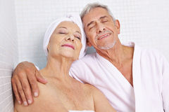 Senior couple sitting in relaxation Royalty Free Stock Images