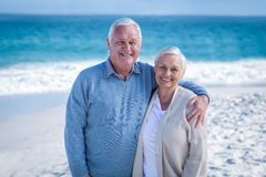Senior couple standing ion the beach Royalty Free Stock Photography