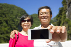 Senior couple taking picture of themselves outside Royalty Free Stock Photos