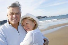 Senior couple walking in the beach Royalty Free Stock Photos
