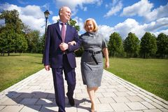 Free Senior Couple Walking In Summer In Park Royalty Free Stock Images - 143242379