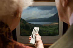 Senior couple watching television Royalty Free Stock Photography