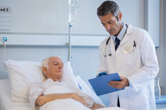 Senior doctor visiting patient royalty free stock photos
