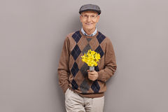 Senior gentleman holding a bunch of flowers Royalty Free Stock Photography