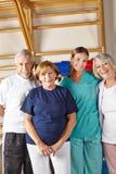 Senior grupa przy rehab obrazy royalty free
