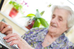The senior hand presses the laptop Royalty Free Stock Images