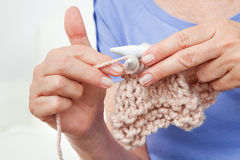 Senior hands knitting Royalty Free Stock Photography