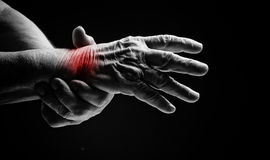 Senior hands. Suffering from pain and rheumatism Royalty Free Stock Photo