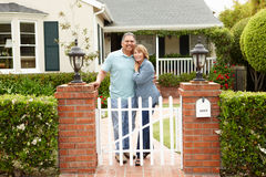 Senior Hispanic couple standing outside home Royalty Free Stock Photos