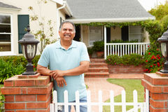 Senior Hispanic man outside home Royalty Free Stock Images