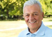 Senior im Park Stockbilder