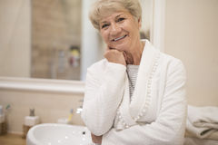 Senior lady in the bathroom Royalty Free Stock Image