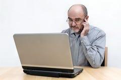 Senior am Laptop Stock Image