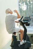 Senior ma in a fitness club Royalty Free Stock Photos