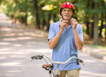 Senior man with bicycle Royalty Free Stock Photography