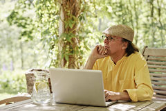 Senior man with computer Royalty Free Stock Photography