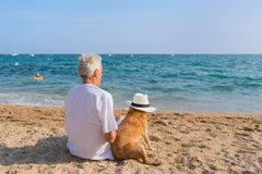 Senior man with dog at the beach Royalty Free Stock Images
