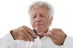 Senior man doing blood sugar test Royalty Free Stock Photos