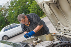 Senior man doing car repair Stock Photography