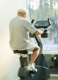 Senior man doing exercise Royalty Free Stock Images